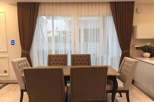 Rèm cửa phòng ăn gam màu trầm theo phong cách châu âu