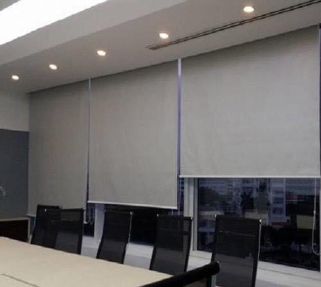Rèm cuốn lắp phòng họp dễ sử dụng
