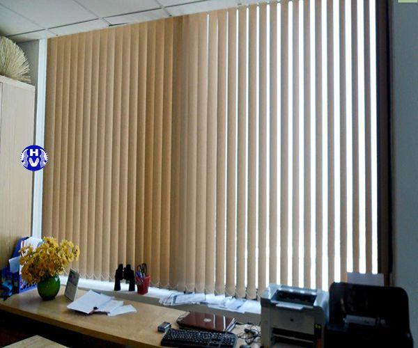 Rèm lá dọc tự động màu vàng văn phòng