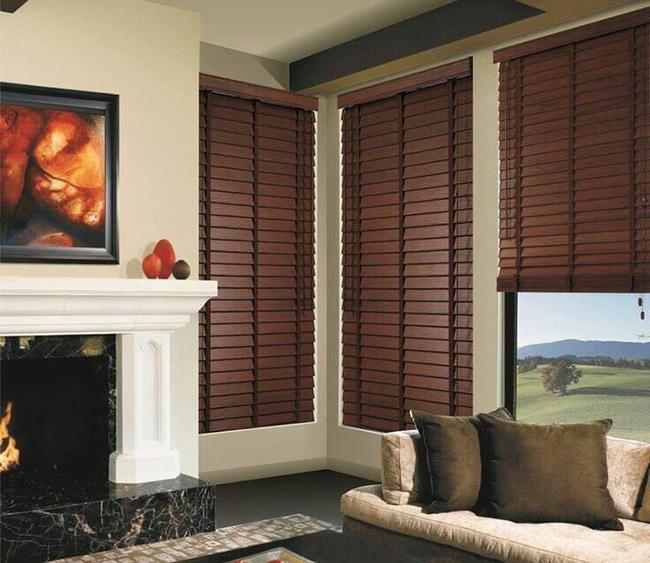 Rèm sáo gỗ tự nhiên mang không khí ấm áp phòng khách