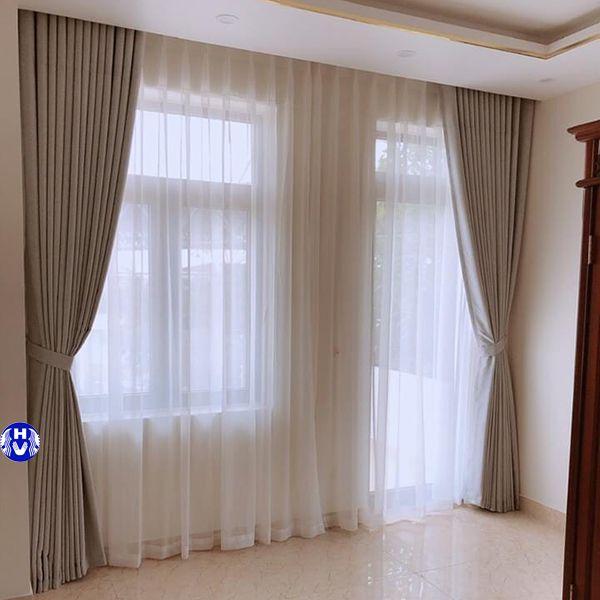 Rèm vải cửa ra vào phòng ngủ hiện đại