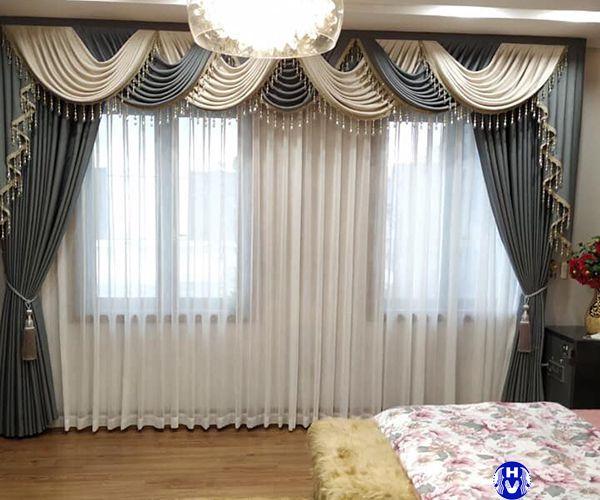 Rèm vải cửa sổ phòng ngủ thiết kế yếm vắt tân cổ điển phối màu xanh trắng