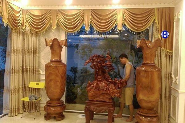 Rèm vải màu ánh vàng đặc trưng cho nội thất kiểu châu âu