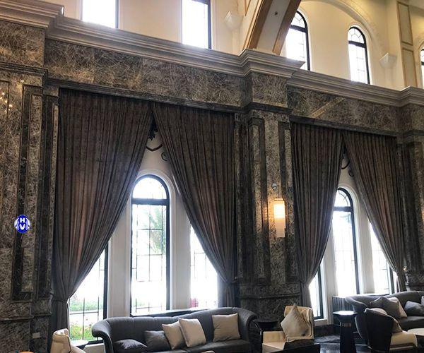 Rèm vải thiết kế theo kiến trúc nội thất khách sạn tân cổ điển