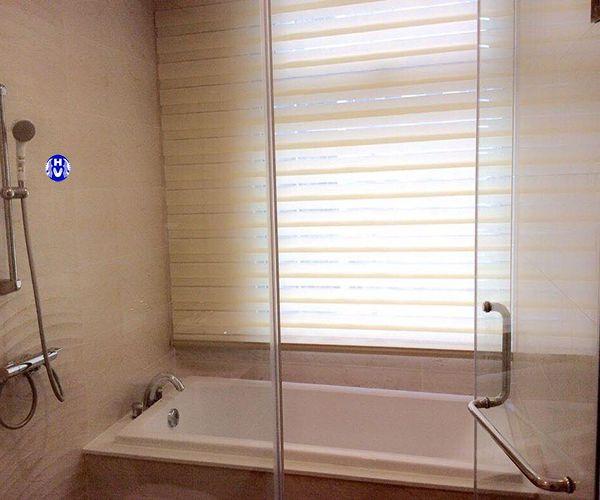 Rèm cửa sổ cuốn Hàn Quốc lắp phòng tắm gia đình