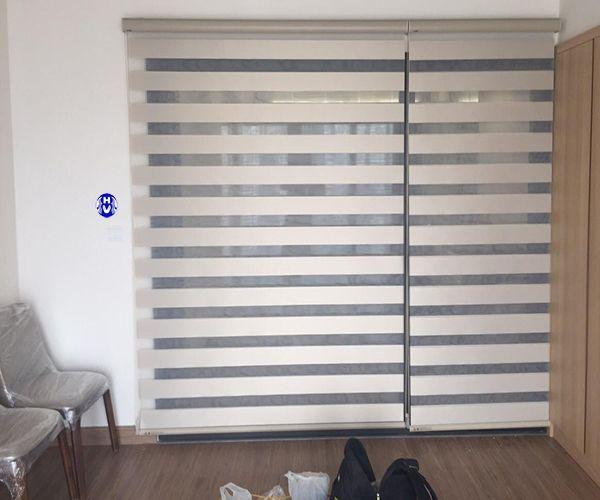 Rèm cuốn cầu vồng Hàn Quốc màu trắng lắp nhà phố