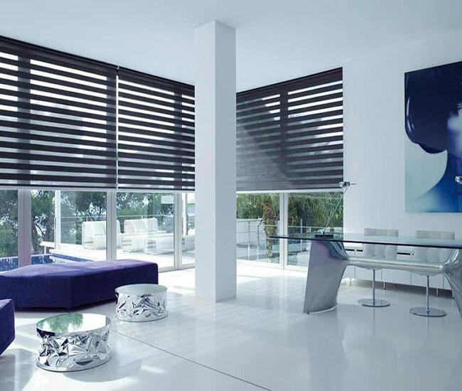 Khách hàng sẽ ấn tượng mạnh với cách bài trí kết hợp nội thất và rèm cửa