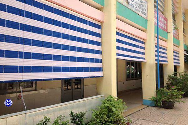 Mành nhựa chắn nắng lắp công trình trường học