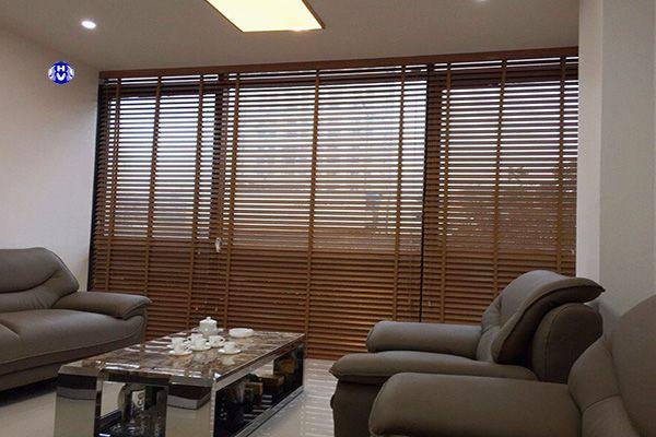 Mẫu rèm cửa gỗ cửa sổ văn phòng phù hợp mọi công ty