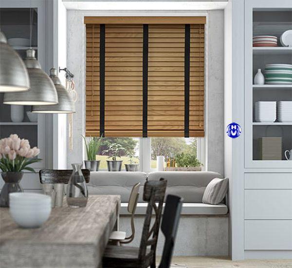 Mẫu rèm gỗ lắp cửa sổ phòng bếp