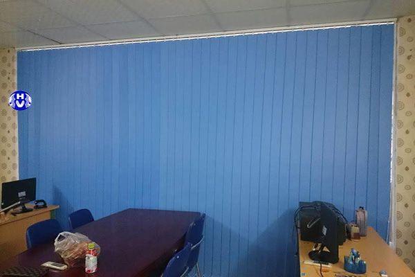 Mẫu rèm lá dọc lắp đặt phòng nhân viên làm việc khó bám bụi