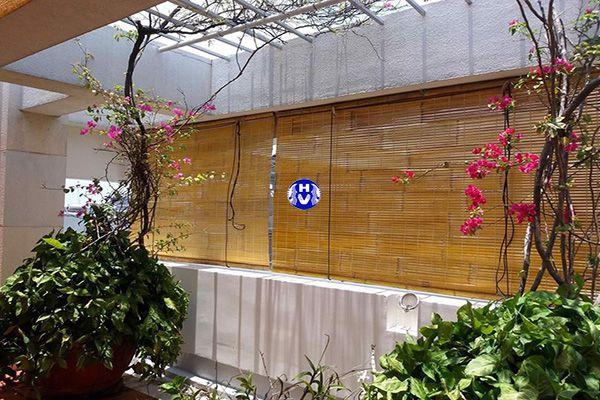 Mẫu rèm trúc cản nhiệt ánh nắng quán cafe