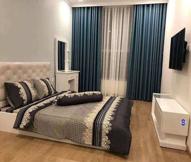 Mẫu rèm vải xanh đen trơn điểm nhấn căn phòng