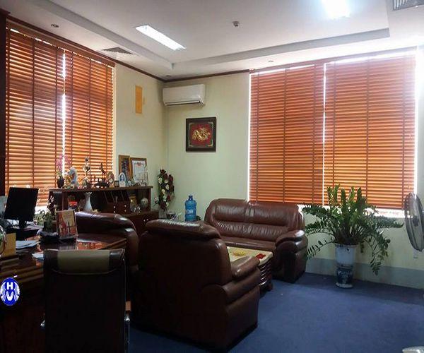 Rèm cửa sổ bằng gỗ dành cho văn phòng