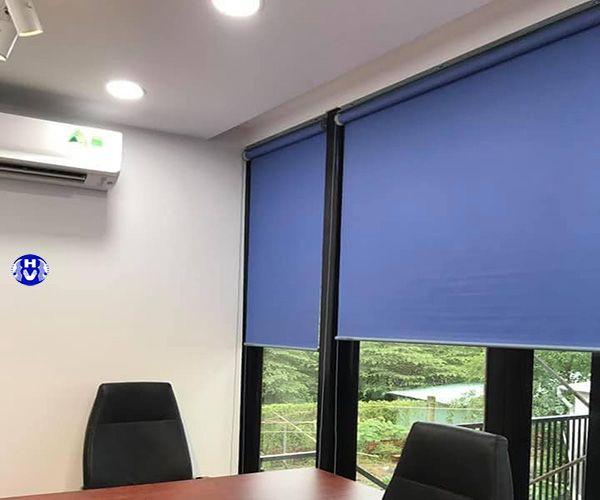 Rèm cuốn nhựa màu xanh văn phòng