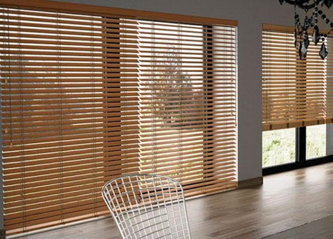 Rèm gỗ cửa sổ mang đến không gian cổ điển nhưng không kém phần sang trọng