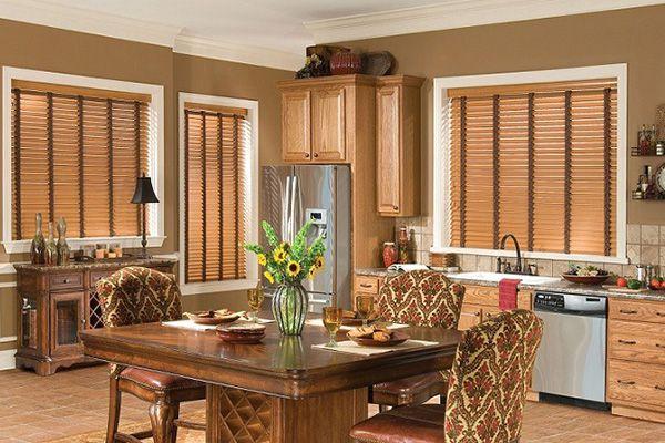 Rèm gỗ phòng ăn hoàn hảo cùng tông màu bàn ăn