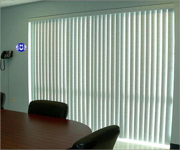 Rèm lá dọc che nắng khung kính phòng họp
