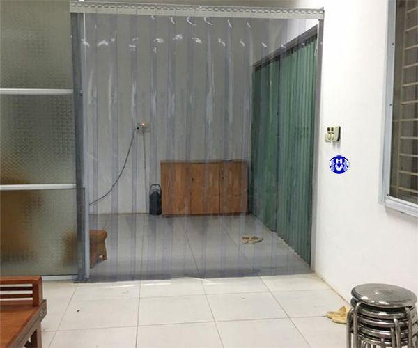 Rèm nhựa ngăn lạnh cửa ra vào phòng khách
