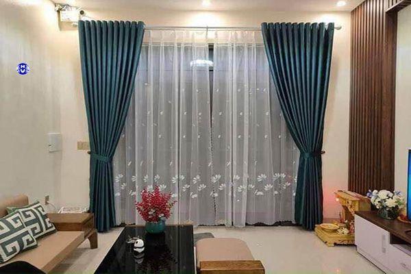 Rèm vải xanh dương trơn phòng khách chung cư