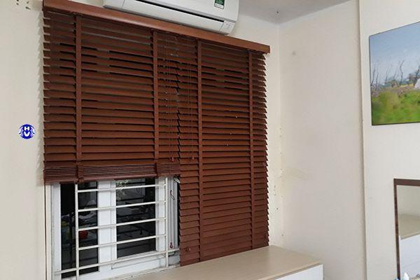 rèm gỗ cửa sổ phòng ngủ khách sạn