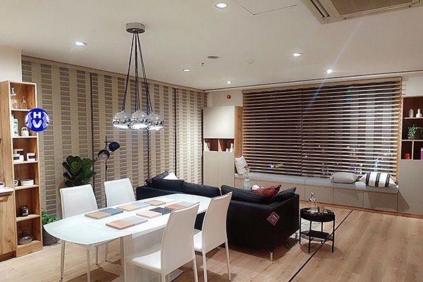 rèm gỗ sáng màu trang trí không gian nội thất chung cư hiện đại