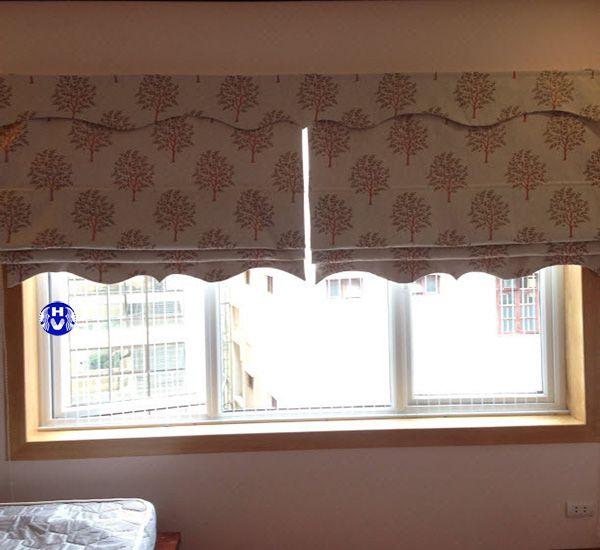 rèm roman vải hoa văn lắp cửa sổ phòng ngủ