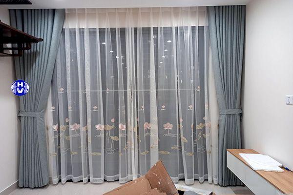 rèm vải voan thêu hoa văn đẹp mắt phòng khách