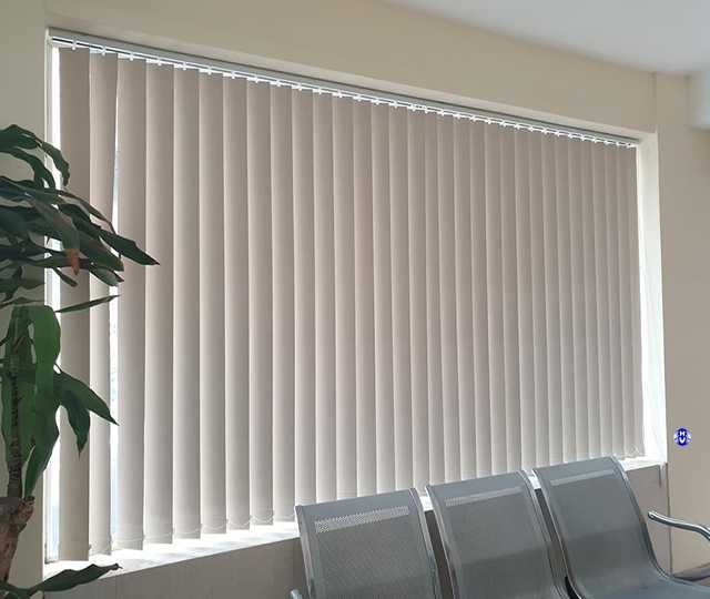 Mẫu rèm lá dọc tiện dụng cho văn phòng
