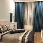 Rèm cửa sổ phòng ngủ với họa tiết cầu kỳ phù hợp với không gian rộng