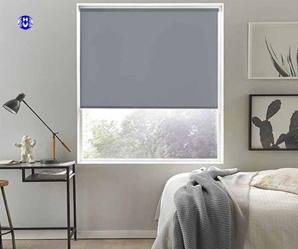 Rèm cuốn trơn màu bạc phòng ngủ
