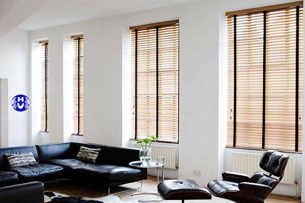 Rèm sáo gỗ làm tăng giá trị sang trọng căn phòng khách