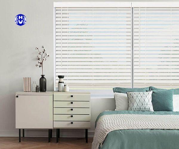 Mẫu rèm gỗ màu trắng trang trí phòng ngủ