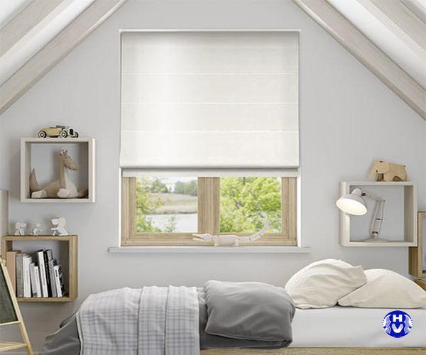Mẫu rèm roman màu trắng phòng ngủ