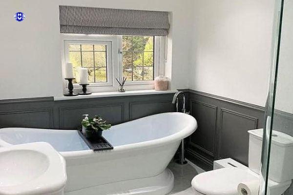 Phòng tắm đẹp với rèm màu ghi nhẹ nhàng