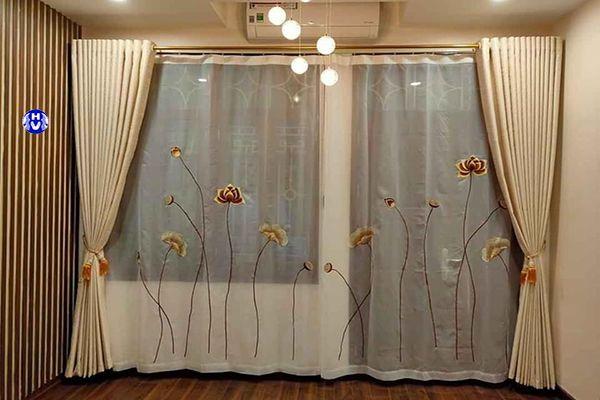 Rèm cửa màu kem kết hợp voan thêu trắng đẹp mắt