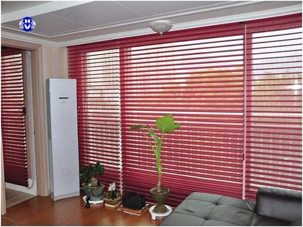 Mẫu rèm cửa màu đỏ tương khắc mệnh kim