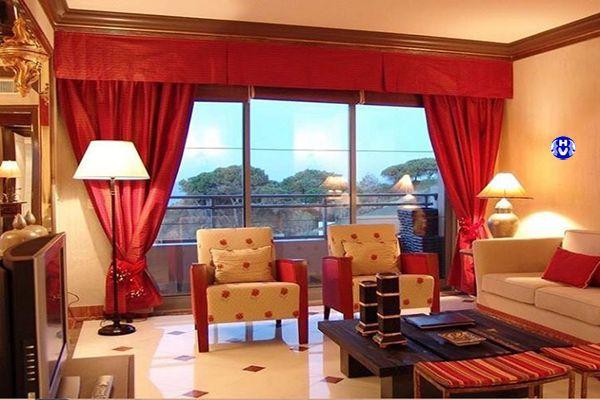 Mẫu rèm cửa màu đỏ tương khắc mệnh thủy