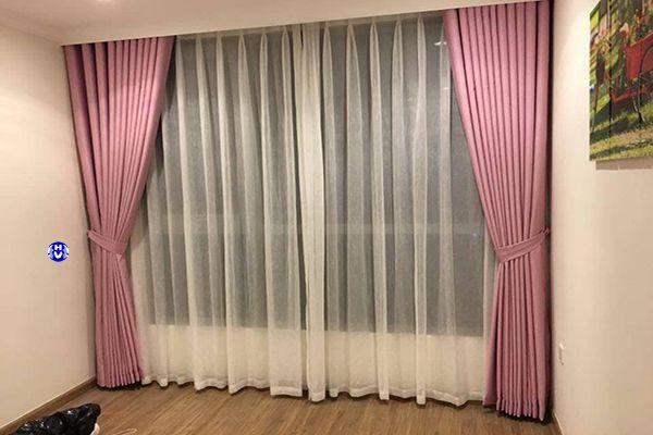 Rèm màu hồng cánh sen phòng ngủ cho gia chủ mệnh hỏa