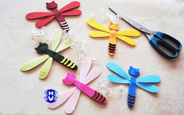 Cắt giấy hình con chuồn chuồn nhiều màu sắc