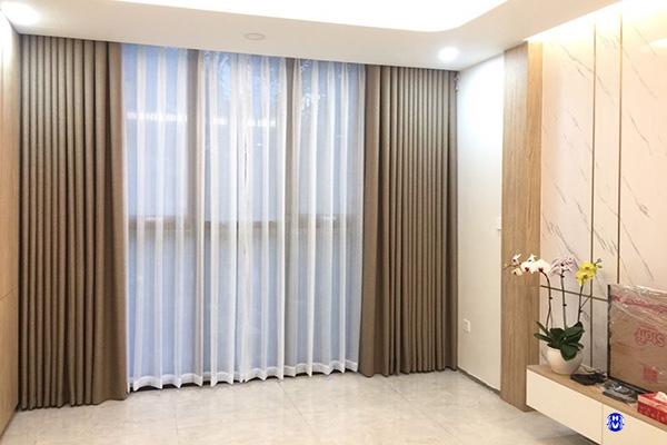 mẫu rèm vải cửa sổ màu nâu nhạt đơn giản