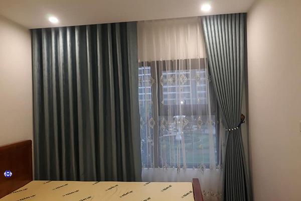 Mẫu rèm vải polyester màu xanh ngọc phòng ngủ