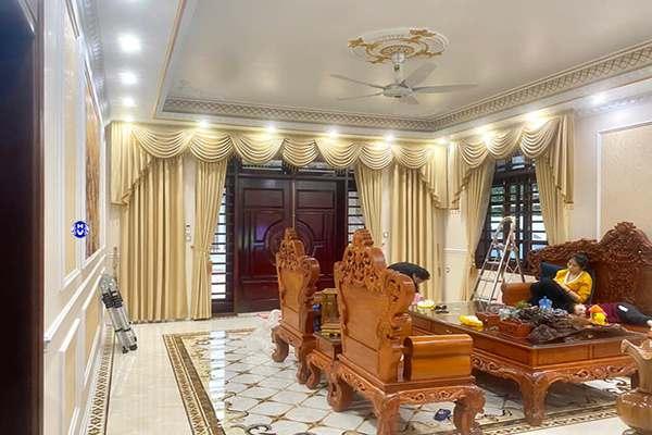 Mẫu rèm vải phòng khách thiết kế theo phong cách tân cổ điển