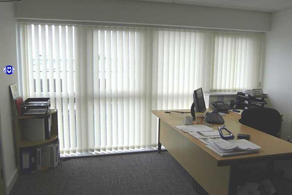 Rèm lá phù hợp tại những văn phòng cao ốc