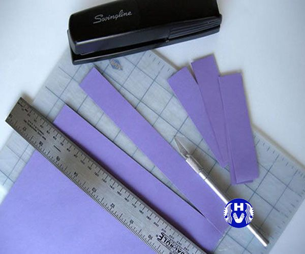 Thước đo và kéo cắt giấy