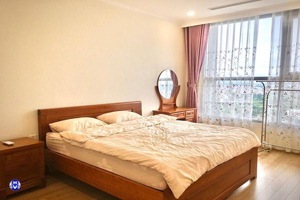 mẫu rèm phòng ngủ màu hồng dễ thương cho bé