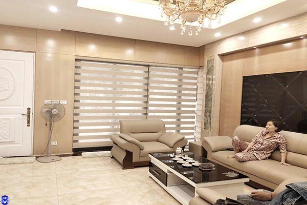 Rèm cầu vồng lắp cửa sổ phòng khách vừa hiện đại dễ sử dụng