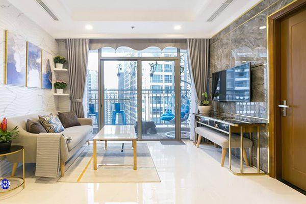 Rèm cửa phòng khách cho chung cư được phối màu tương đồng sofa